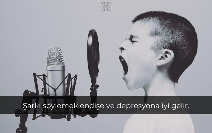 Şarkı söylemek endişe ve depresyona iyi gelir.